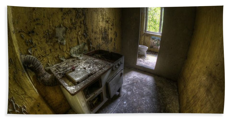 Abandoned Hand Towel featuring the photograph Kitchen With A Loo by Nathan Wright