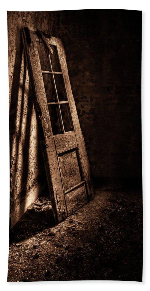 Door Bath Sheet featuring the photograph Knockin' At The Wrong Door by Evelina Kremsdorf