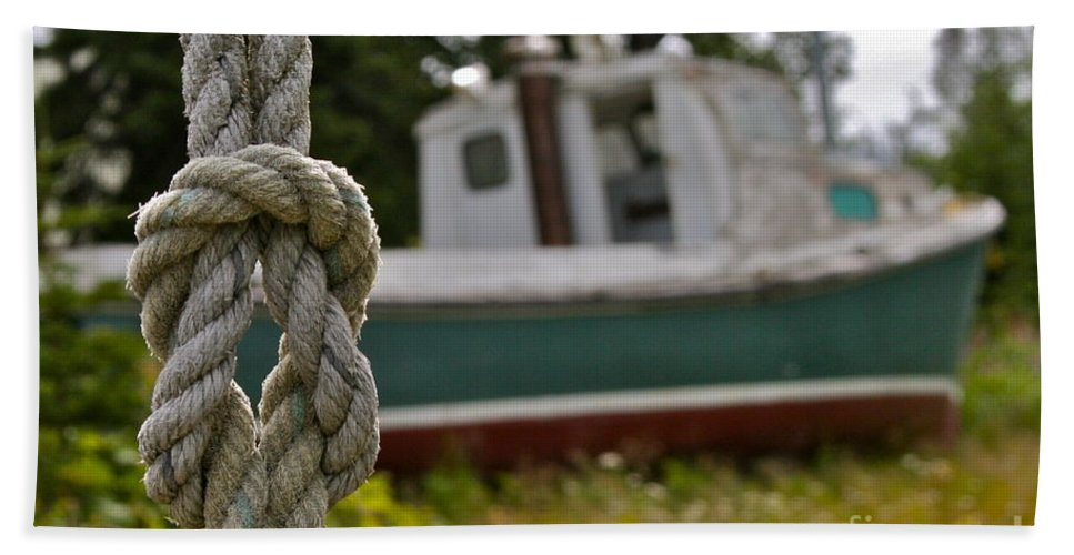 Boat Bath Towel featuring the photograph Knot by Rick Monyahan