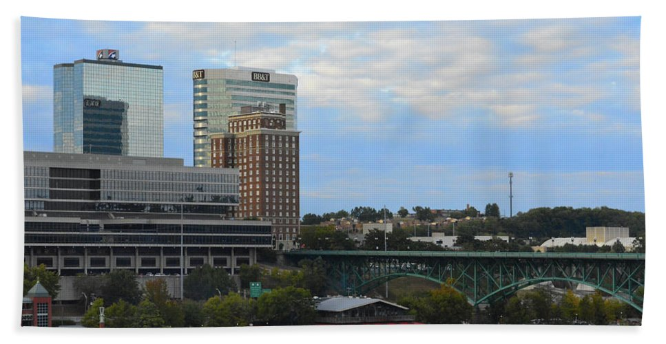 Landscape Hand Towel featuring the photograph Knoxville by Alyssa Faulkner
