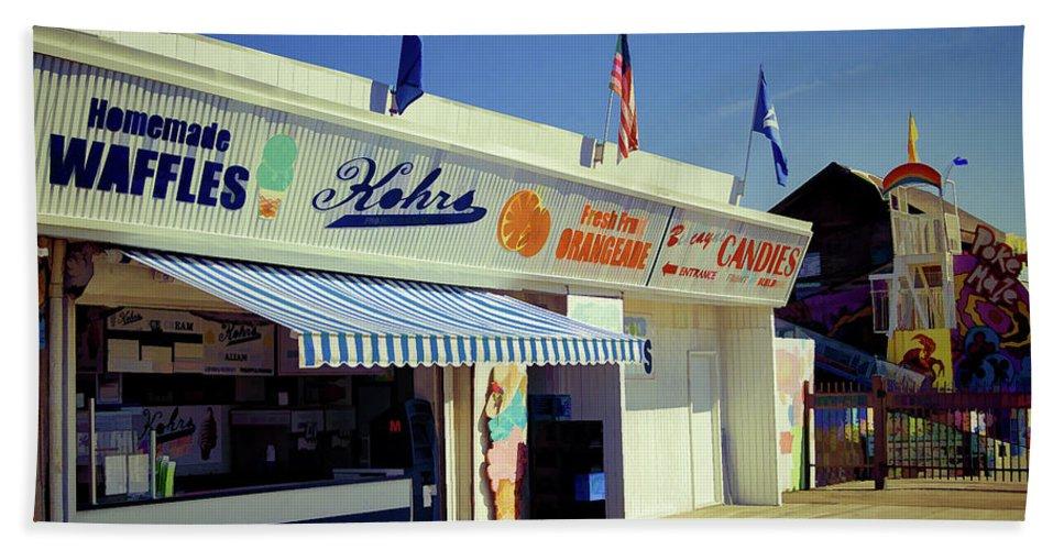 Kohrs Bath Sheet featuring the photograph Kohrs Ice Cream Seaside Park by Bob Cuthbert