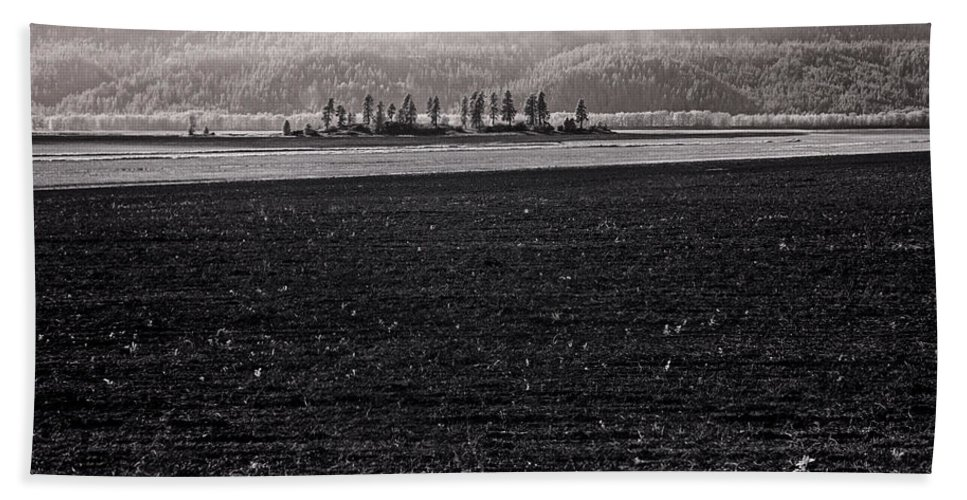 Infrared Bath Sheet featuring the photograph Kootenai Valley Farm by Lee Santa