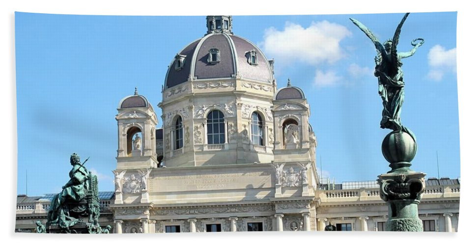 Vienna Bath Towel featuring the photograph Kunsthistoriches Museum Vienna by Ian MacDonald