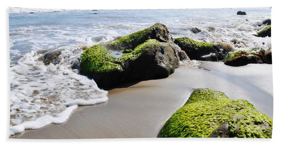 La Piedra State Beach Bath Towel featuring the photograph La Piedra Shore Malibu by Kyle Hanson