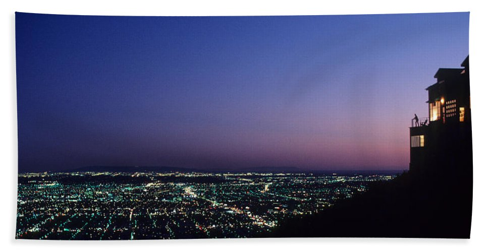 Los Angeles Hand Towel featuring the photograph L.a. Sunset by Steve Williams