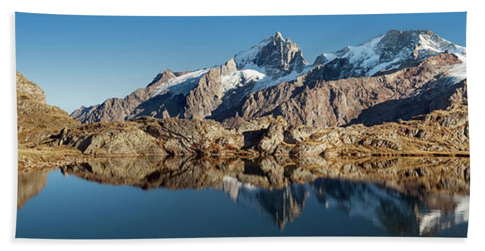 Late Hand Towel featuring the photograph Lac Lerie - 001 by Olivier Parent