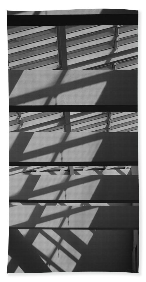 Black And White Bath Sheet featuring the photograph Ladders In The Sky by Rob Hans
