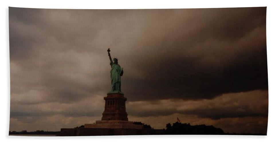 Statue Of Liberty Bath Towel featuring the photograph Lady Liberty by Rob Hans