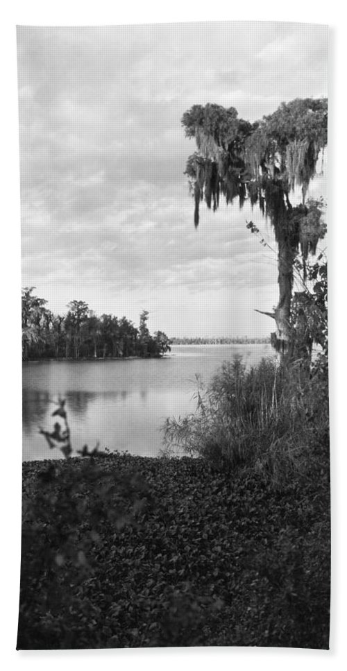1920 Hand Towel featuring the photograph Lake Charles, Louisiana by Underwood Archives