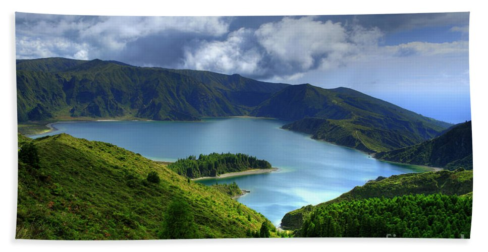 Azores Bath Towel featuring the photograph Lake In The Azores by Gaspar Avila