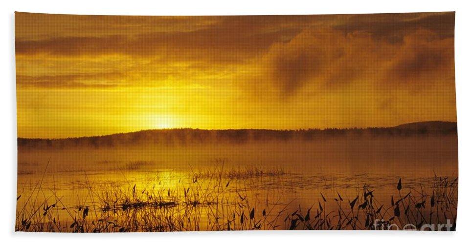 Sunrise Bath Sheet featuring the photograph Lake Massabesic - Auburn New Hampshire Usa by Erin Paul Donovan