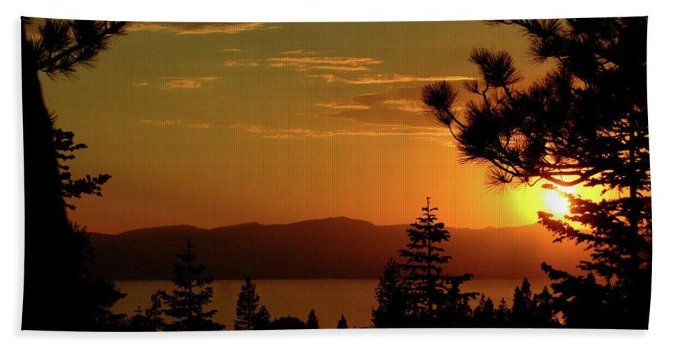 Usa Bath Sheet featuring the photograph Lake Tahoe Sunset by LeeAnn McLaneGoetz McLaneGoetzStudioLLCcom