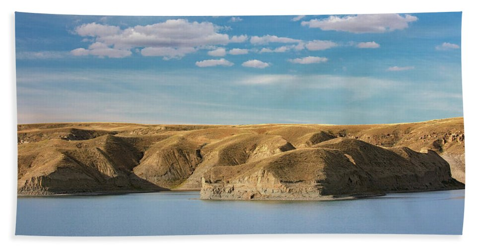 Lake Hand Towel featuring the photograph Lakeside Bluffs by Todd Klassy