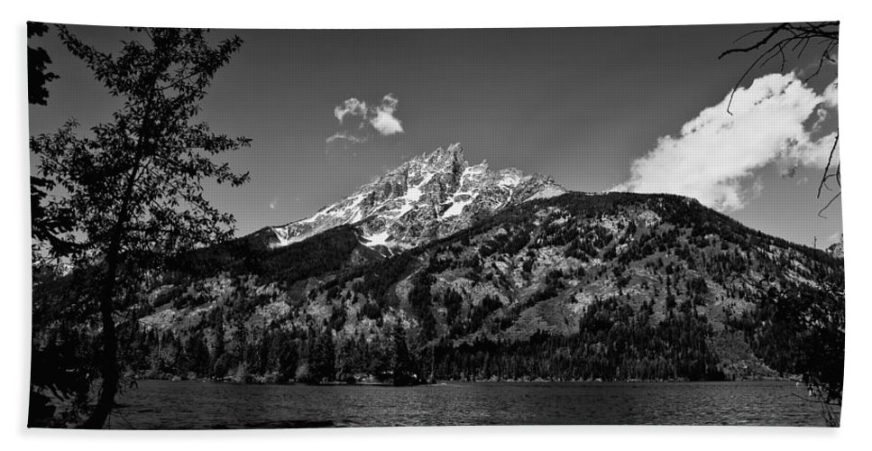 Black And White Bath Towel featuring the photograph Lakeside by John K Sampson