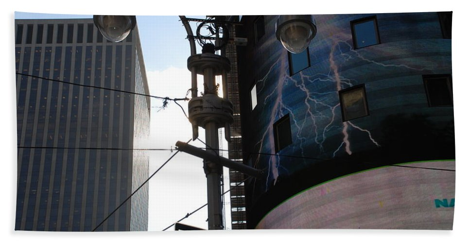 Scenic Bath Towel featuring the photograph Lampost And Lightning by Rob Hans