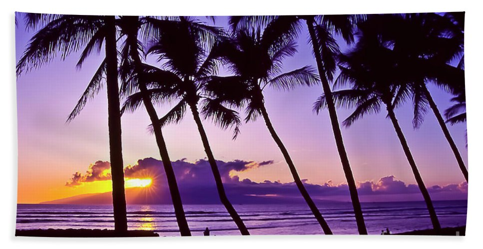 Landscapes Hand Towel featuring the photograph Lanai Sunset by Jim Cazel