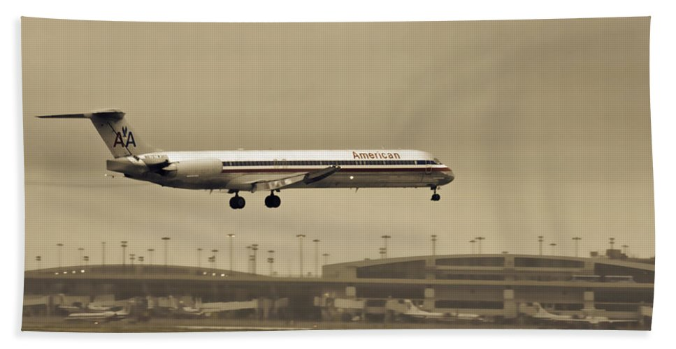 American Airlines-the Mcdonnell Douglas Md-81/82/83/88 Bath Sheet featuring the photograph Landing At Dfw Airport by Douglas Barnard