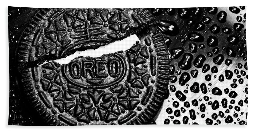 Cookie Bath Towel featuring the photograph Large Oreo Black And White by Nancy Mueller