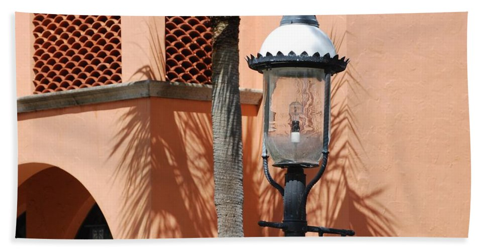 Lamp Posts Hand Towel featuring the photograph Las Olas by Rob Hans