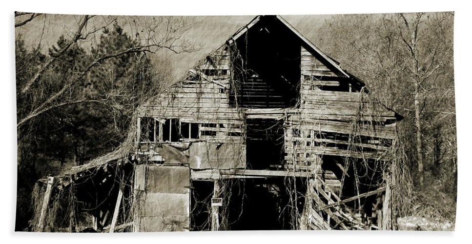 Barn Hand Towel featuring the photograph Leaning Barn by Wayne Archer