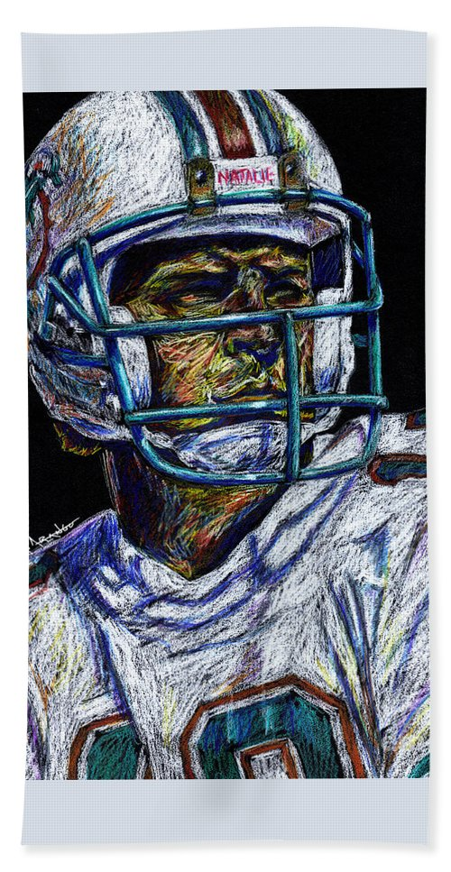 Dan Marino Bath Towel featuring the drawing Legend by Maria Arango