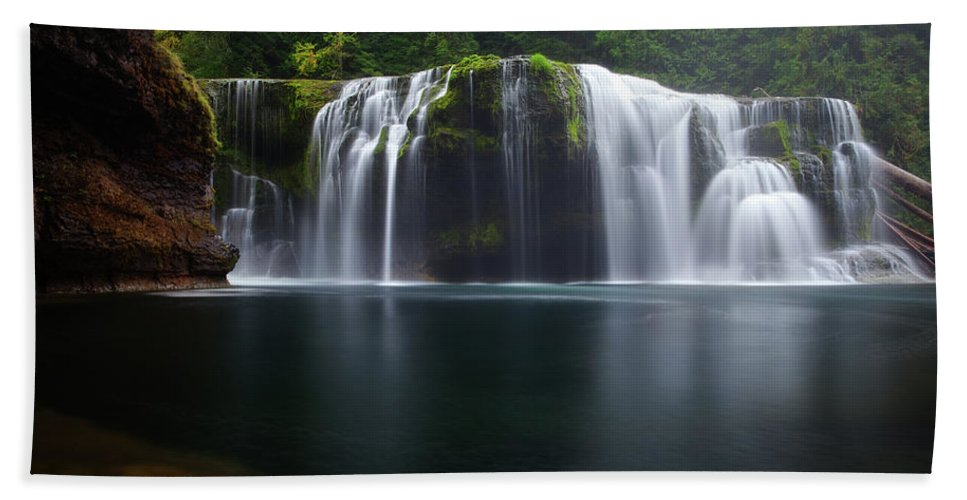 Waterfall Bath Towel featuring the photograph Lewis Falls by Darren White