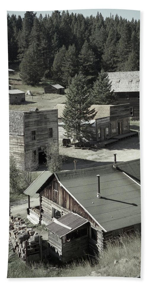Ghost Towns Bath Towel featuring the photograph Life In A Ghost Town by Richard Rizzo