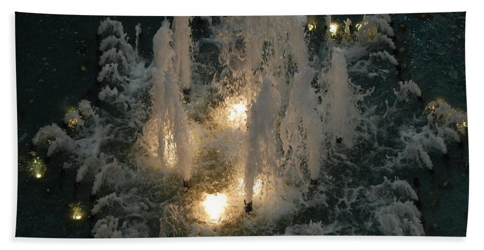 Lights Bath Towel featuring the photograph Lighted Fountain by Rob Hans