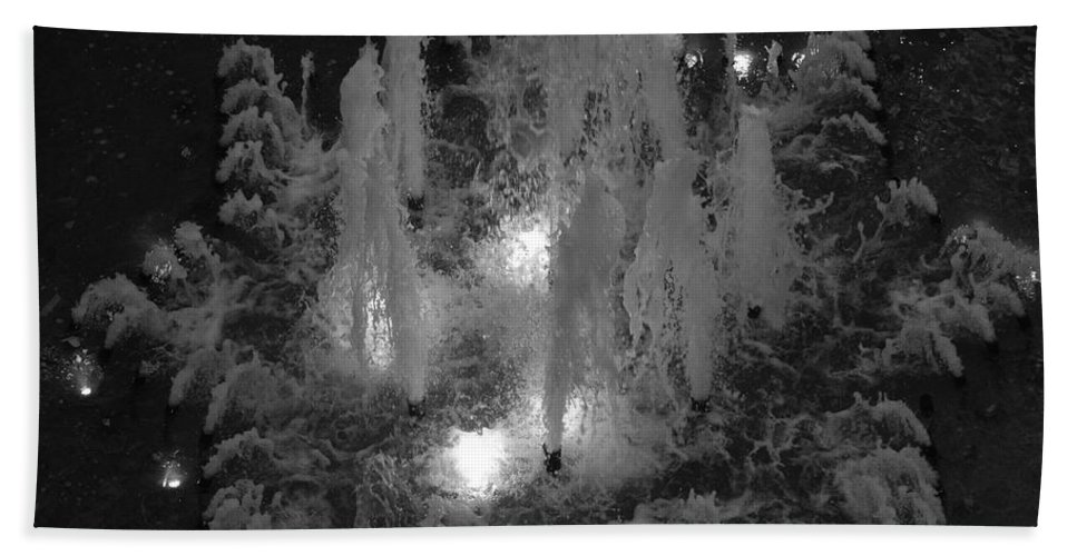 Fountian Bath Towel featuring the photograph Lighted Star Fountian by Rob Hans