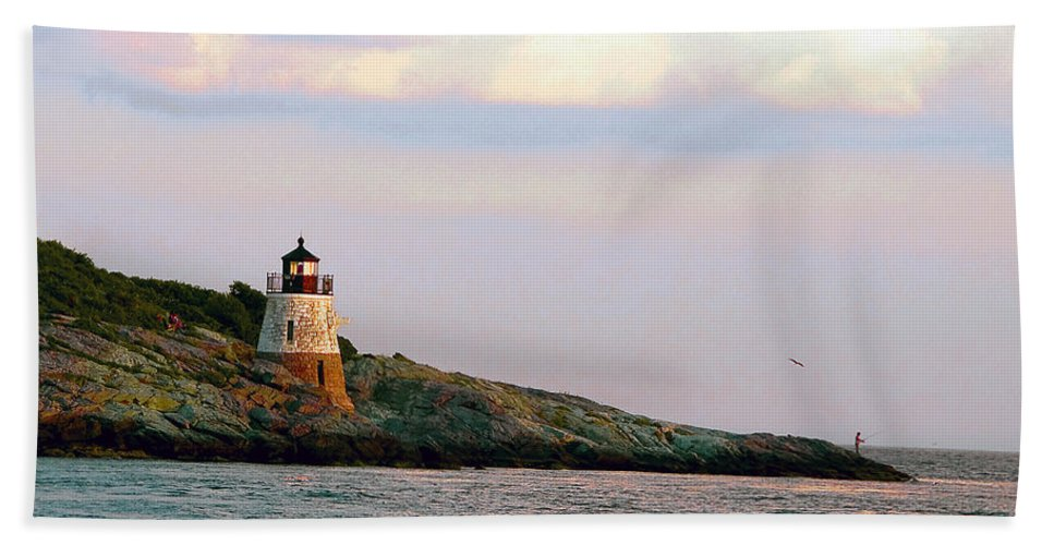 Lighthouse Hand Towel featuring the photograph Lighthouse Castle Hill by Steven Natanson
