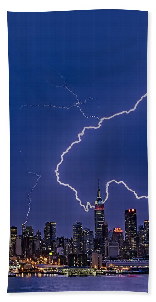 Lightning Bath Sheet featuring the photograph Lightning Bolts Over New York City by Susan Candelario