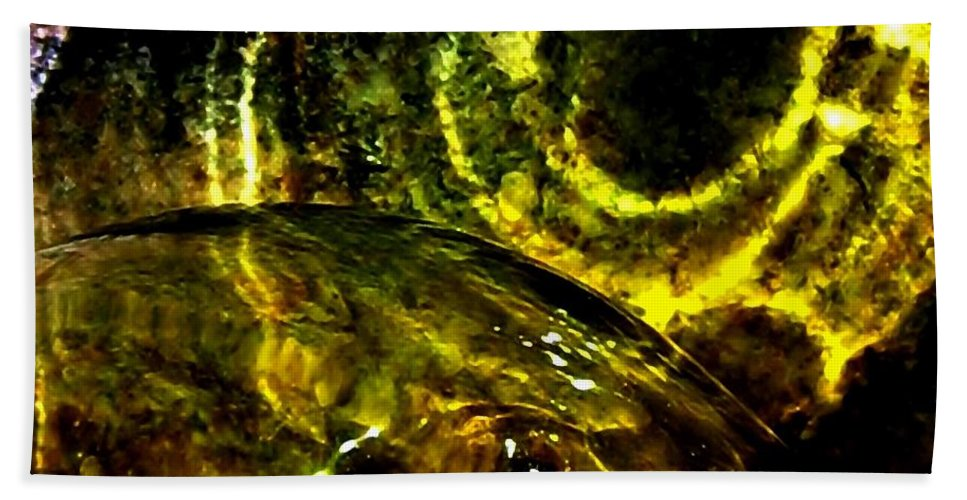 Glass Ball Bath Towel featuring the photograph Limelight by Will Borden