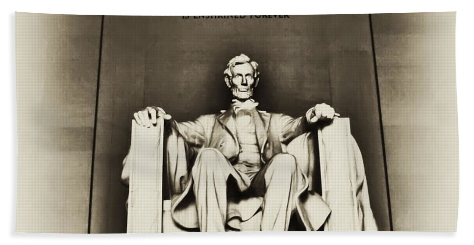 Lincoln Hand Towel featuring the photograph Lincoln Memorial by Bill Cannon