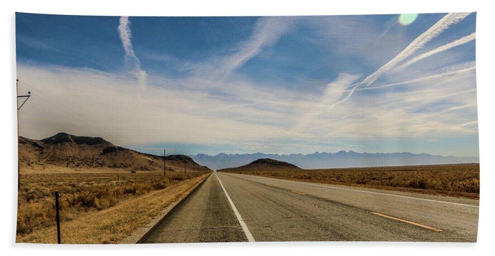 Highways Bath Sheet featuring the photograph Linear Highlights by Chaznik Raab