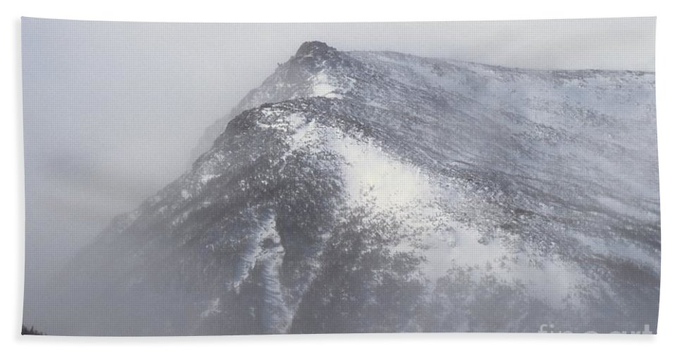 Lions Head Bath Towel featuring the photograph Lion Head - Mount Washington New Hampshire by Erin Paul Donovan