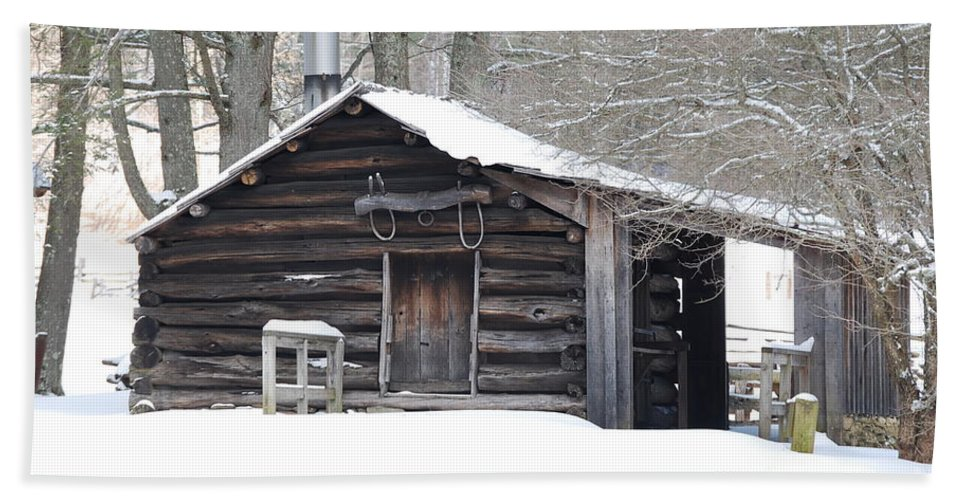 Log Cabin Hand Towel featuring the photograph Little Cabin by Eric Liller