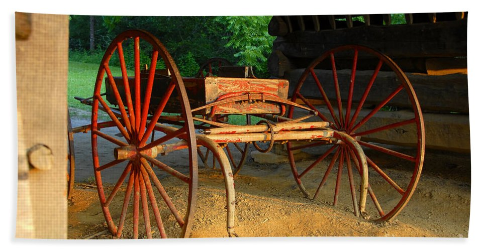 Red Hand Towel featuring the photograph Little Red Buggy by David Lee Thompson