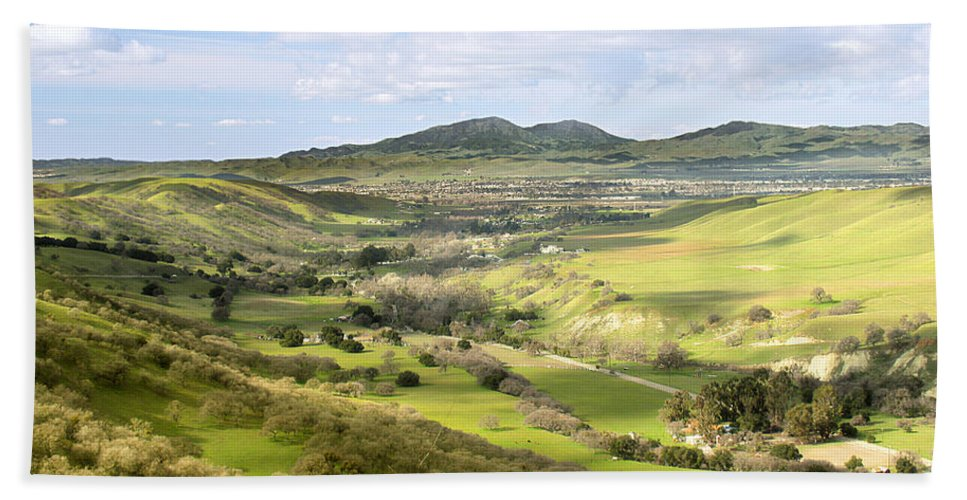 Landscape Bath Towel featuring the photograph Livermore Valley by Karen W Meyer