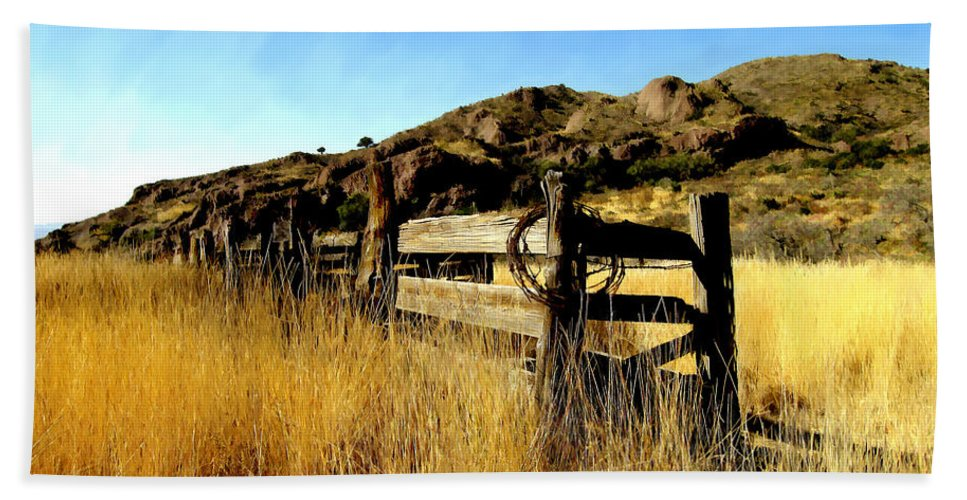 Southwestern Bath Towel featuring the photograph Livery Fence At Dripping Springs by Kurt Van Wagner