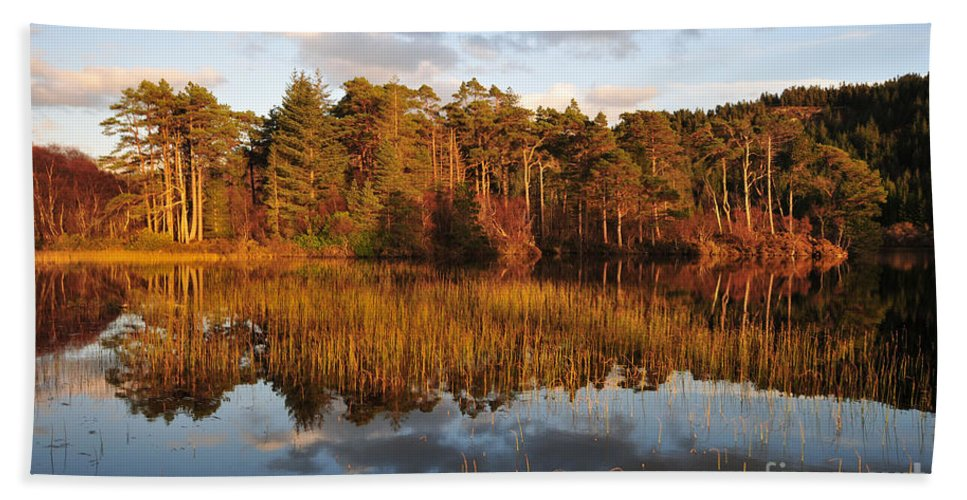 Loch Lundie Bath Towel featuring the photograph Loch Lundie by Smart Aviation