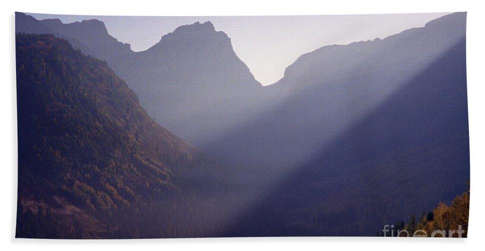Mountains Bath Sheet featuring the photograph Logan Pass by Richard Rizzo