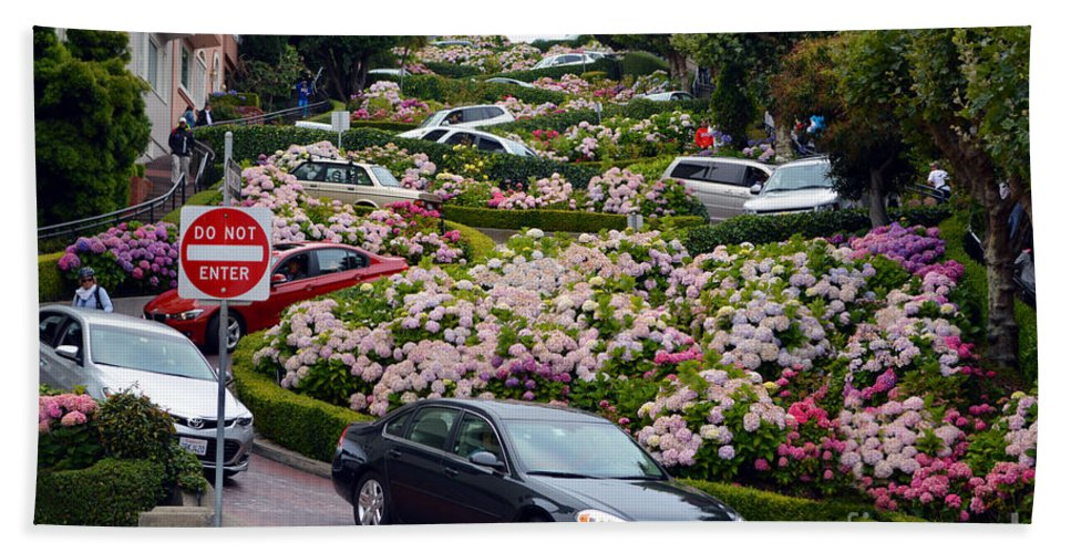 Lombard Street Hand Towel featuring the photograph Lombard Street by Tommy Anderson