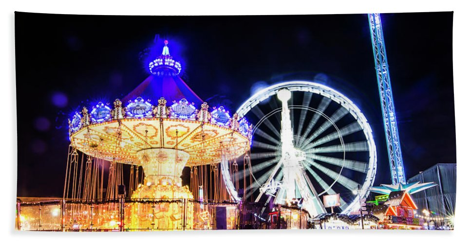 Street Artist Hand Towel featuring the photograph London Christmas Markets 17 by Alex Art and Photo