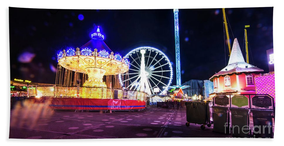 Street Artist Hand Towel featuring the photograph London Christmas Markets 20 by Alex Art and Photo