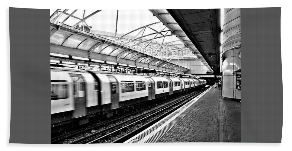 Trains Hand Towel featuring the photograph London by Keri Butcher