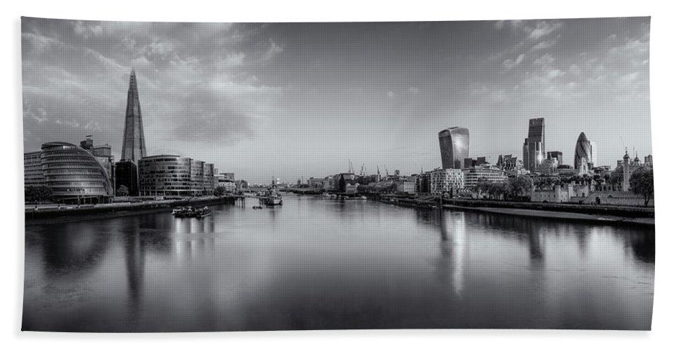 London Bath Sheet featuring the photograph London Panorama by Rob Davies
