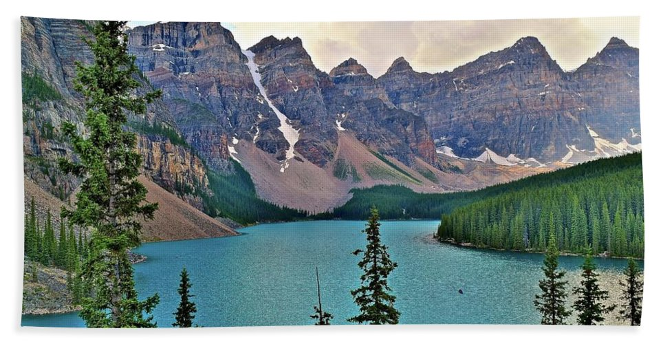 Moraine Bath Sheet featuring the photograph Lone Canoe by Frozen in Time Fine Art Photography