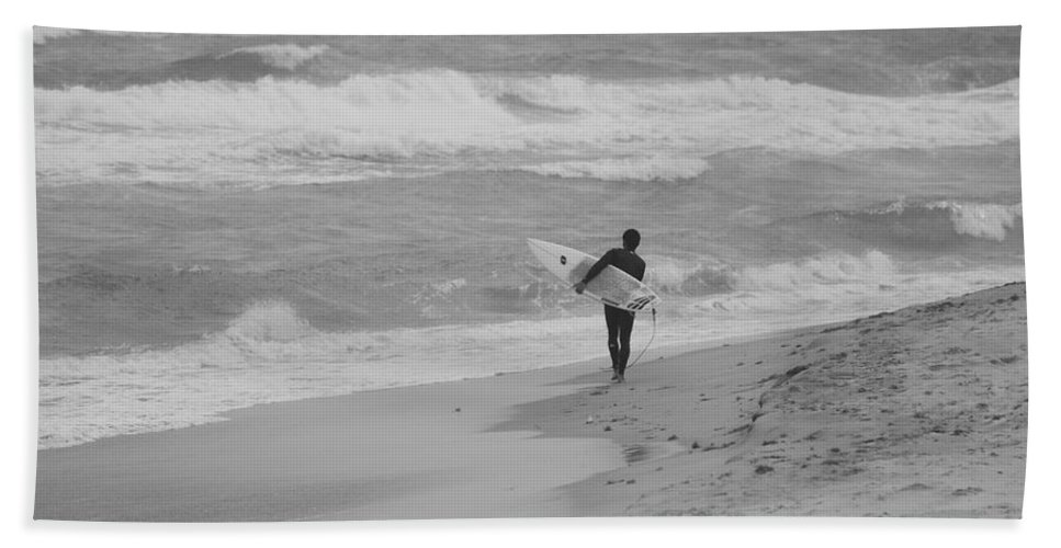 Black And White Bath Sheet featuring the photograph Long Walk Home by Rob Hans