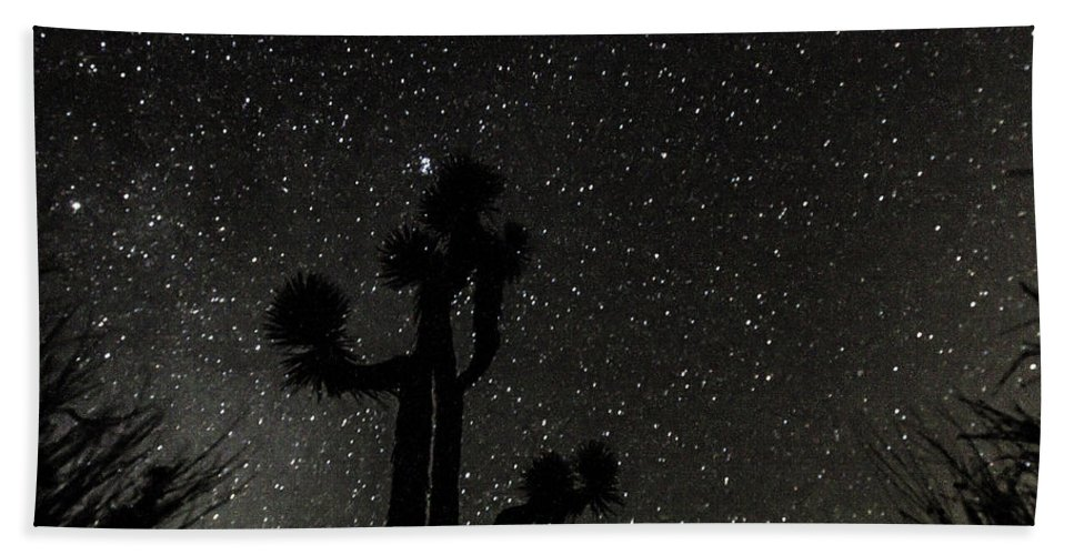 Yucca Brevifolia Bath Sheet featuring the photograph Look In The Sky by Kim Martin