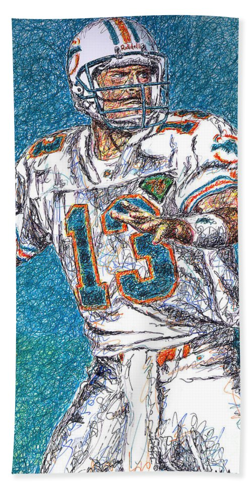 Dan Marino Bath Towel featuring the drawing Looking Downfield by Maria Arango